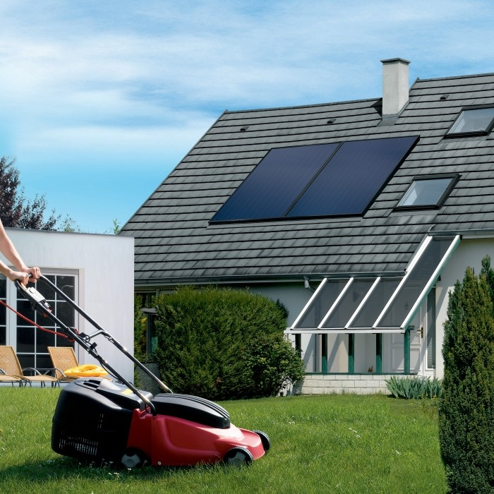 Système solaire cesi Inisol Uno panneau solaire DB 200H sur le toit d'une maison