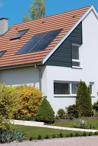 Système solaire cesi Inisol Uno panneau solaire sur le toit d'une maison