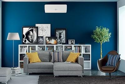 climatiseur réversible mural installé dans un salon
